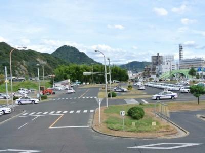 鳥取東部自動車学校の教習コースは、とっても広々!そのため、たくさんの人と一緒の教習でも、安心してテクニックを学ぶことができます。