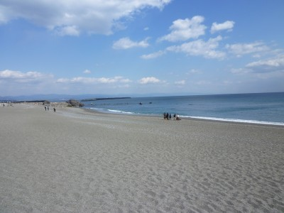 安芸自動車学校のすぐそばには海があります!  教習の空き時間に海へ散歩や海水浴など、気分転換にぜひ訪れてみてください!