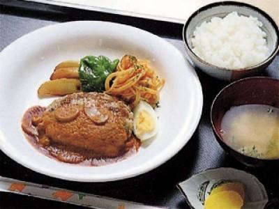 昼食はどのプランの方も校内食堂をご利用いただきます。
