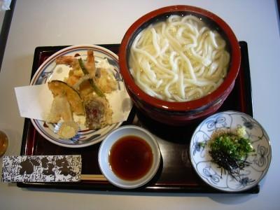 香川は讃岐うどんの本場です。宿舎内にお店の案内があるので、合宿免許の合間に訪れてはいかがでしょう?