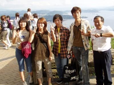 日野の指導員は、全員とってもフレンドリーなんです!卒業の際には、一緒に記念写真を撮る生徒さんもいっぱい!まるで一緒に旅行に来た友達みたいですね♪