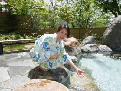 温泉でゆったり。宿舎の丸恵本館には温泉とサウナがありますので、毎日温泉に入り放題!うれしいですね。