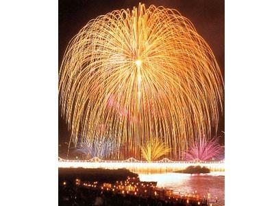 タイミングが合えば、全国的に有名な日本一の三尺玉「長岡大花火」が見られるかも!迫力と美しさを兼ね備えた大花火は一見の価値アリです♪