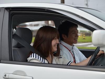 宇都宮・岡本台自動車学校のフレンドリーな指導員がわかりやすく指導してくれるから、技能教習も笑顔で進められます♪