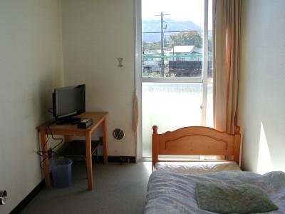 男性専用の宿舎は学校に隣接しているので、空き時間もゆっくりお部屋でくつろげます!