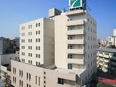 郡山駅西口徒歩2分のビジネスホテル。コンビニや飲食店が近く便の良い立地です。