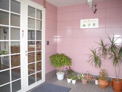 ドアはオートロック、女性の管理人が常駐しているので安心です。