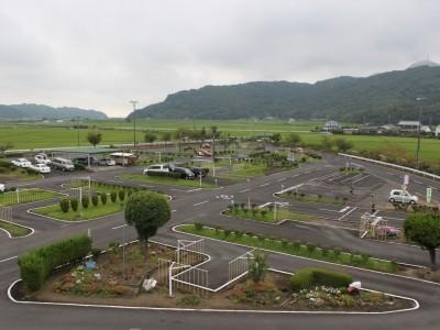 緑豊かな多久市の中にある教習所です!