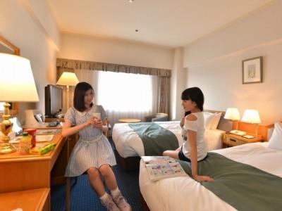 ワンランク上のホテルご希望の方にオススメ!<br/>シングルプランは、ホテルシングルBに+33,000円。<br/>ツインプランの料金はお問い合わせください。<br/>※一般のお客様は男性もいますので、ご了承ください。