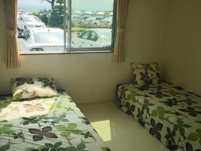 ツインルームの二人部屋となります。お一人でご入校の場合でも相部屋としてご利用が可能です★