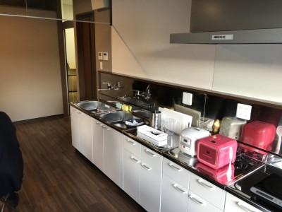 自炊設備の揃った共同キッチンです。