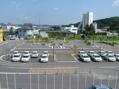 平泉の豊かな自然に囲まれた平泉ドライビングスクール。教習コースも開放的で、のびのびと運転できます♪