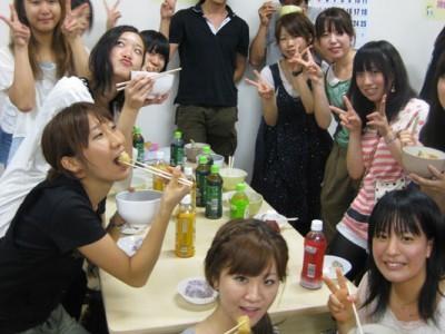教習生歓迎パーティーを無料で楽しめます。入校したての緊張した気持ちをほぐして、友達を作るチャンス♪