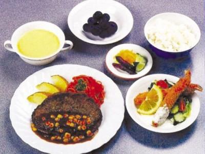 食事は三食ともバランス良く美味しいと大評判!!!