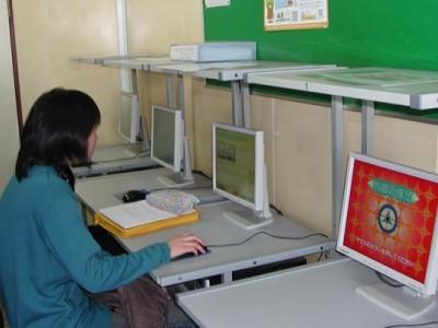 学校内には自習用のパソコンも設置されています。不安なところを復習したい、自分の実力を試してみたいという方は空き時間にチャレンジしてみてください。