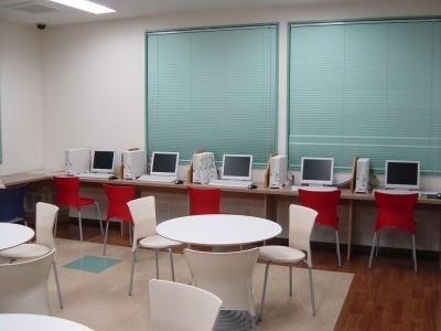 宿泊施設には広いインターネットルームもあります。教習に疲れたらここでゲームや音楽、ネットサーフィンを楽しみましょう♪