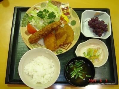 食べ過ぎ注意!?食事は朝・晩・好評の日替わり定食です。