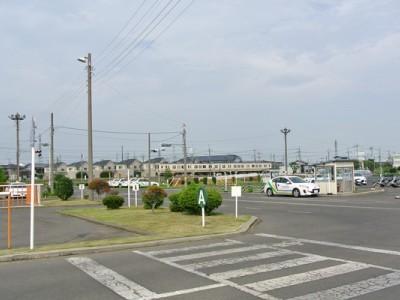 前橋天川自動車教習所は閑静な住宅街と工場に囲まれた環境にあるため、技能教習もリラックスして受けられます。