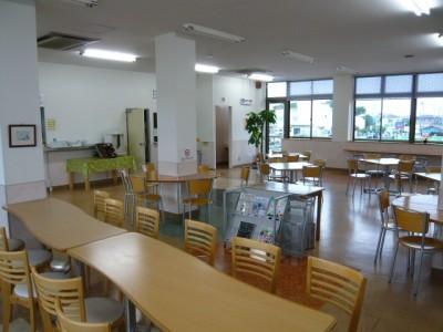 きれいな食堂。教習所隣の食堂を利用していただきますが、食堂内は清潔感がありきれいです。 また、メニューも豊富にあり日替わり定食が楽しみです。