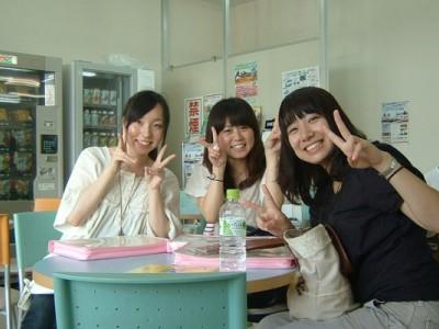 休憩中の教習生たち♪友達同士で参加するとわからないところを教え合えるのがいいですよね。