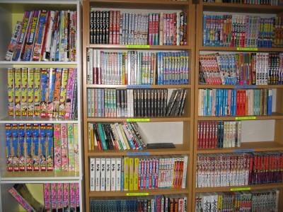 500冊の漫画が並ぶコミックルーム。充実しているコミックコーナー。空き時間にいっぱい読もう。