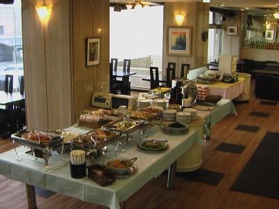 広い食堂でいただく食事はまた格別なはず!