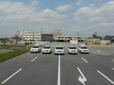 西尾自動車学校の教習コースは教習車が5台並べるこの広さ!200mの直線コースを気持ちよく走り抜けましょう♪