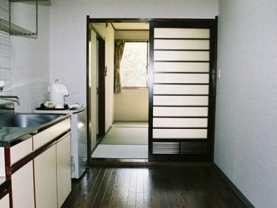 専用宿舎はこんなに広々。1人でもグループでも利用可能です。足を伸ばしてまったりできる和室なのもうれしいですね。