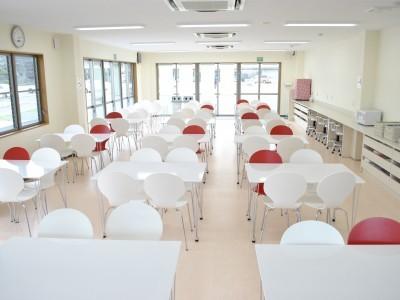 食堂もオープンな雰囲気で清潔感があります★