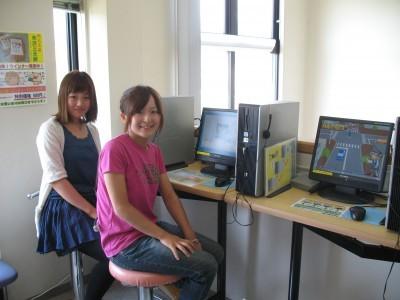 校内には学科教習の問題集用パソコンも設置されています。空き時間にはこのパソコンで問題を解き、バッチリ試験対策をしましょう♪