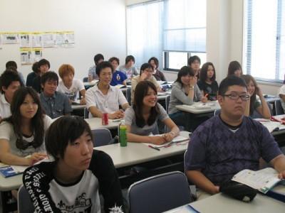 学科教習は日当たりの良い明るい教室で。勉強もはかどりそうですね!