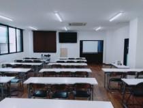校舎をリニューアルしたばかりなので学科教室も清潔感があります!