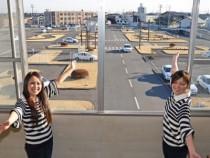 学校の窓から望む、宇都宮・岡本台自動車学校の教習コース!ここから友達や恋人の技能教習を見守っても楽しいかも?