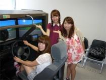 大型のドライビングシミュレーターが完備されているため、危険予測教習もバッチリ!