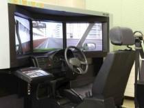 ドライビングシミュレーター。市街地や高速道路をシミュレーション走行できます。また10ヶ所の危険場面と5ヶ所の注意場面における危険体験が可能です。