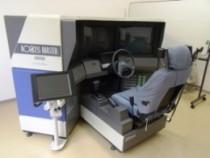 ドライビングシミュレーターの他、模擬運転装置やパソコン学習機など最新の機器を使用して無駄なく効率的な学習が可能です。