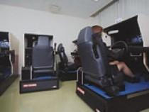 カートレイーチャー(自動車模擬運転装置)も最新のものをそろえています。実車に乗る準備はバッチリですね!