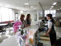 清潔感のある雰囲気の校内。受付のスタッフも親身に対応しますのでぜひ話しかけてください。