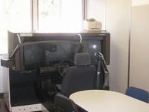シミュレータ室&ディスカッションルーム。この部屋は2つあり、シミュレーターはもちろんのことディスカッションも行います。