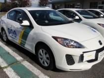 東亜自動車学校の教習車はマツダの新型アクセラ。ハンドル操作がしやすいと評判で、初心者でも運転しやすいサイズです♪