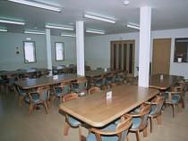 アットホームな雰囲気の教習所内食堂。宿泊施設はすべてマンションタイプですが、食事はここで済ませられます♪日替わり定食は教習生からも好評!