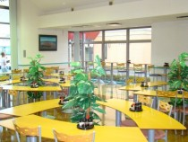 おしゃれなカフェのような雰囲気の食堂♪光がさしとてもさわやかな気持ちのさせてくれます♪