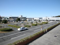 総面積14,000平方メートル。静岡県内でも最大級の敷地面積を誇る教習所です。これだけ広ければ、教習生の集中する時期でも焦ることなく余裕を持って運転に集中できますね!