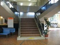 ホテルのようなキレイなエントランスも静岡県セイブ自動車学校の自慢です♪天井も高くて開放感がありますよ。