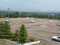 視界を遮るものが少なく見通しのいい石川・太陽自動車学校の教習コース。同時に複数人が教習を受けられる広さも魅力的です。