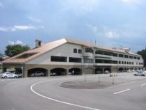 大陽猪名川自動車学校は県下最大級の広さと設備を誇ります。「免許を取るだけの教習所」ではなく、「通いたい教習所」をモットーにしています。