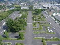 広い教習コースには緑がたくさん。友部自動車学校では、教習だけではなく景観や自然環境も考えているんですね。
