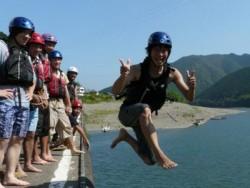 カヌー教室や陶芸教室などのレクリエーションも充実しています!教習も遊びも、仲間と一緒に目いっぱい楽しみましょう!中には沈下橋から川へ飛び込む猛者も・・・!