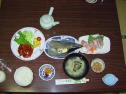手作り料理がうれしい。志らき旅館では面倒見の良い気さくな女将さんがお食事に気を使っており、生徒さんにも大満足です。