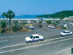 五島自動車学校の教習コースは、なんとオーシャンビューなんです!こんな贅沢な環境で学べるなんて、卒業するのが本当に寂しくなってしまいそうです。